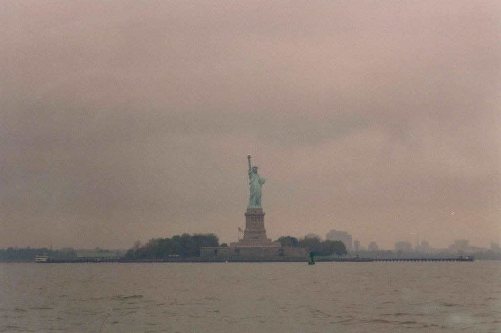http://www.co26.com/gallery/albums/userpics/10104/Seeadler_-_Statue_of_Liberty.jpg